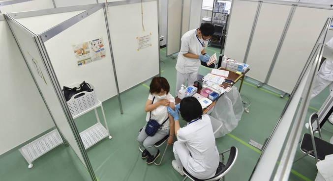 Japão abre dois centros de vacinação para acelerar imunização