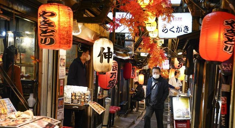 Alguns e bares e restaurantes dispensaram o auxílio e funcionam normalmente no Japão