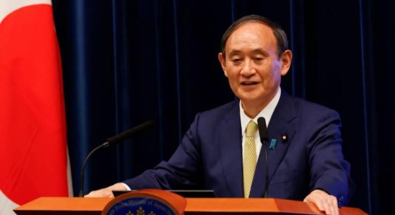 O primeiro-ministro do Japão, Yoshihide Suga, discursa durante uma conferência de imprensa em Tóquio