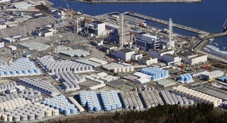 Atualmente a água é armazenada em centenas de tanques na antiga usina de Fukushima