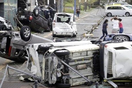 Mais de 90 pessoas ficaram feridas por conta do tufão