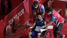 Em disputa no boxe, japonês sai de cadeira de rodas, mas vence