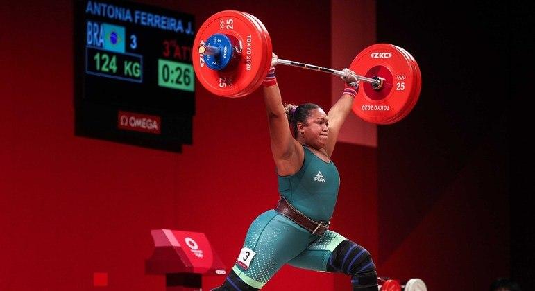 Jaqueline Ferreira representou Brasil no levantamento de peso, modalidade que pode ser removida dos Jogos