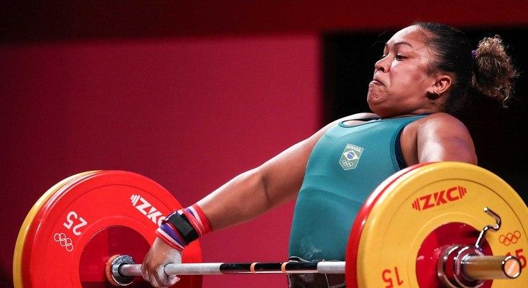 Jaqueline levantou 100 kg no arranco e 115 kg no arremesso, totalizando 215 kg