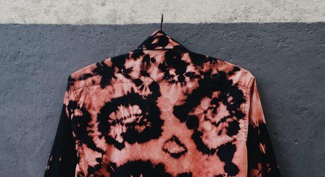 jaqueta tingida com água sanitária