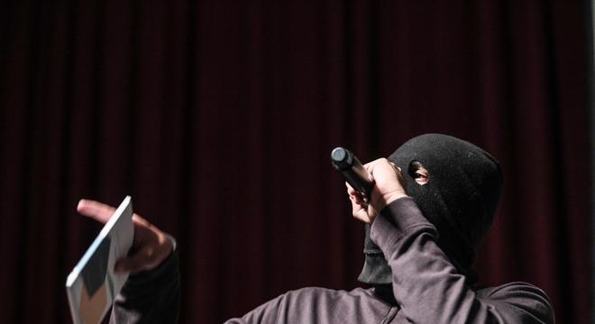 Jardson Remido leva literatura e poesia para jovens da periferia