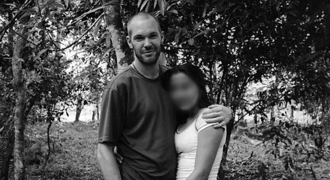 Jason conheceu Marilyn por acaso, esperando para tomar um ônibus à fronteira entre Colômbia e Equador