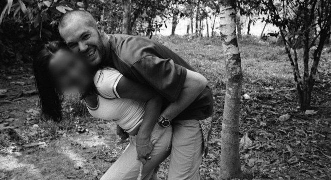 Depois de muito tempo sem ter notícias de Marilyn, Jason decide voltar à Colômbia