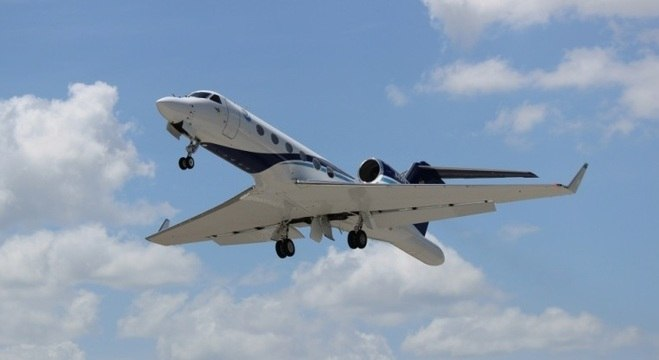"""O Gulfstream IV-SP """"caça-furacões"""" da NOAA, tripulado pelas 3 mulheres"""