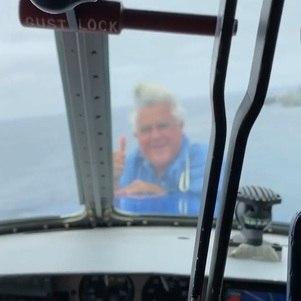 Jay Leno surpreendeu ao aparecer na ponta de avião