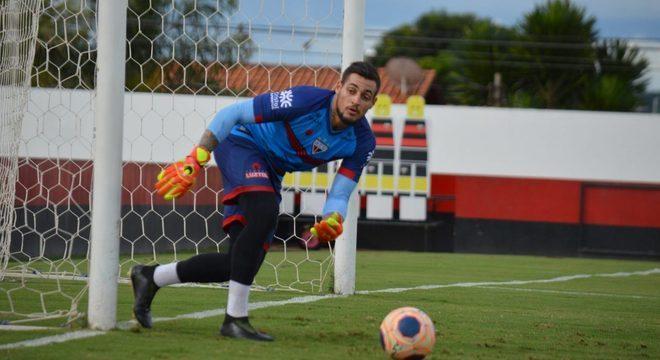 Jean, goleiro emprestado pelo São Paulo, com coronavírus. Jogará contra o Flamengo