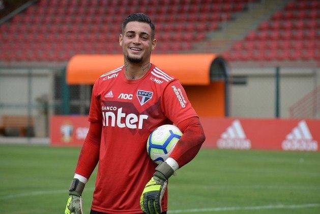 Jean - Apontado como goleiro promissor, o jogador perdeu espaço no São Paulo após um caso de agressão com a sua esposa nos Estados Unidos.
