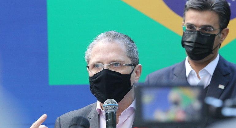 Secretário Gorinchteyn anuncia início de novo ciclo de vacinação contra covid em 17 de janeiro