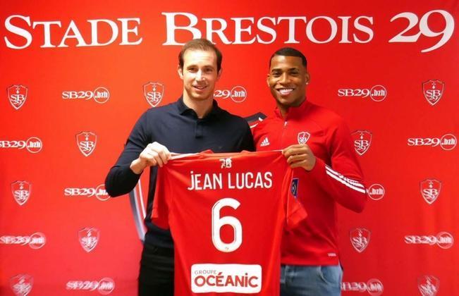 JEAN LUCAS - Jean Lucas fez sua estreia no futebol profissional com a camisa do Flamengo. Também passou pelo Santos, mas foi comprado pelo Lyon em 2019. Atualmente, está emprestado ao Brest, da França.