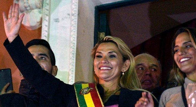 La senadora Jeanine Áñez asumió la presidencia de Bolivia en una sesión relámpago que no es reconocida por el partido MAS
