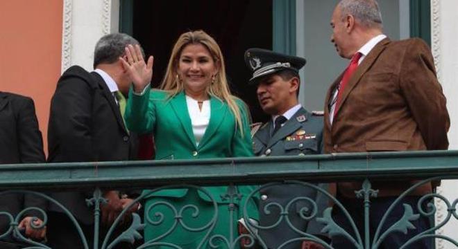 Jeanine Áñez anunciou sua candidatura nas eleições de maio