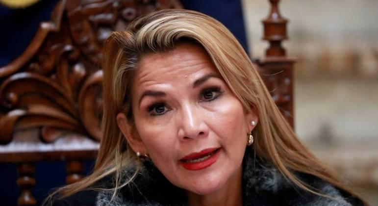 Ex-presidente interina da Bolívia, Jeanine Áñez, sofre de hipertensão e deveria ir para clínica