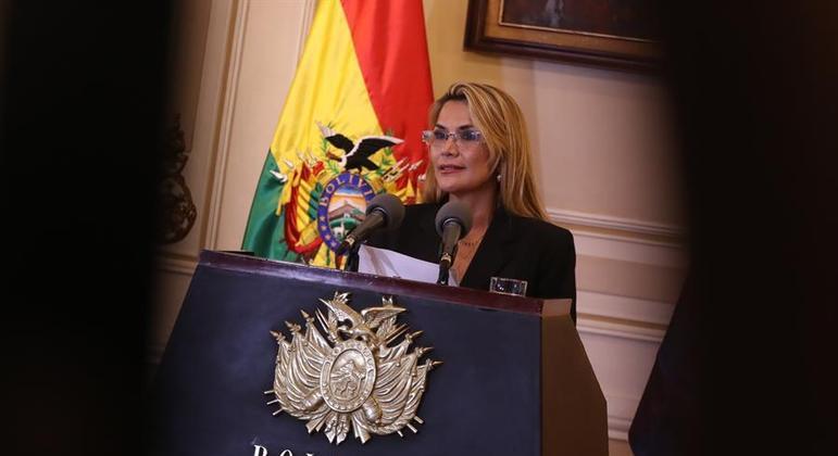 Ex-presidente da Bolívia, Jeanine Añez, foi presa após ordem do MP neste sábado