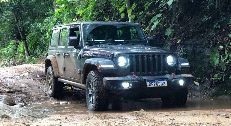 Como concorrente direto o Wrangler só encontra o Land Rover Defender, igualmente com tração 4x4 e motor a gasolina.