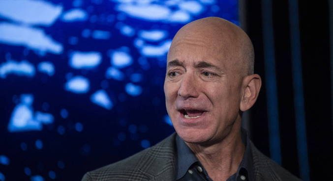 Bilionário Jeff Bezos deixa comando operacional da Amazon