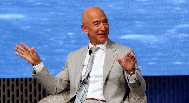 Bezos ganhou bilhões em um dia de resultado histórico da Amazon na bolsa