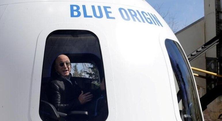 Jeff Bezos na cápsula da Blue Origin que levará turistas ao espaço