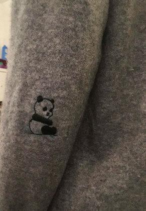Se a vida te der um buraco no cotovelo, substitua-o por um panda fofíssimoVeja também:Usar biquíni de cabeça para baixo, como Luísa Sonza, vira tendência