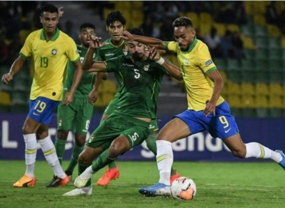 JEJUM APÓS A VITÓRIA - Depois do triunfo por 3 a 1 em 2004, o Brasil ficou doze anos sem ganhar dos bolivianos nas Eliminatórias para Copa. Foram três jogos, com dois empates e uma vitória dos bolivianos. O jejum foi quebrado em 2016, quando os brasileiros golearam por 5 a 0.