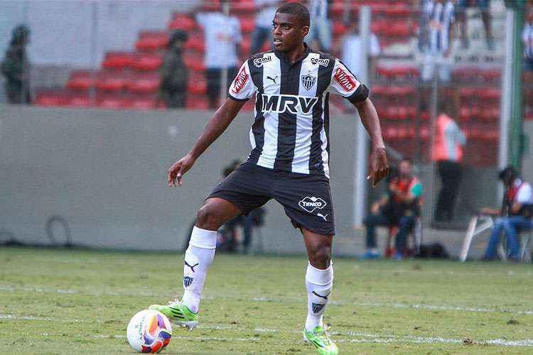 Jemerson surgiu no Atlético Mineiro. Juntava força física com técnica