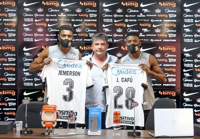 Jemerson e Jonathan Cafu. Andrés usa jogadores para desviar a atenção do caos financeiro