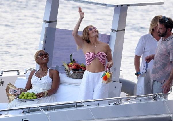 Durante o passeio de barco, J.Lo e Ben estavam acompanhados de amigos