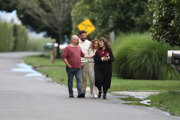 Durante o passeio, J.Lo e Ben Affleck estavam acompanhados de um casal de amigos