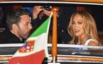 Ben Affleck e Jennifer Lopez marcaram presença no tapete vermelho do Festival de Cinema de Veneza na noite da última sexta-feira (10)