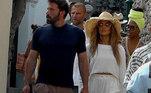 Agora, o casal tem sido visto junto em diversos lugares, curtindo a vida. Aqui, a dupla foi clicada durante um passeio na Ilha de Capri, na Itália, bem à vontade