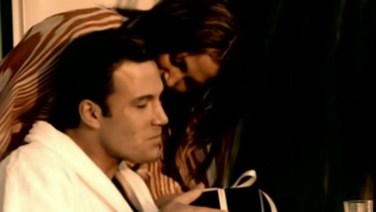 Em 2002, Jennifer Lopez e Ben Affleck namoraram e até chegaram a noivar. Na época, o ator participou do clipe deJenny From The Block, um dos singles de sucesso da cantora.Os dois terminaram em 2004, mas, recentemente, foram flagrados juntosmais de uma vez