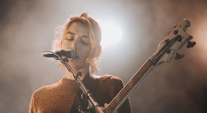 jennylee, do Warpaint, lança cover incrível para som do Fugazi; ouça