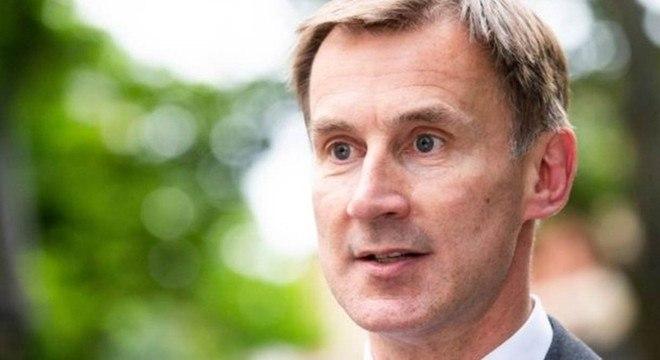 Hunt, atual chanceler, era o último desafiante que restou na disputa com Boris Johnson no Partido Conservador