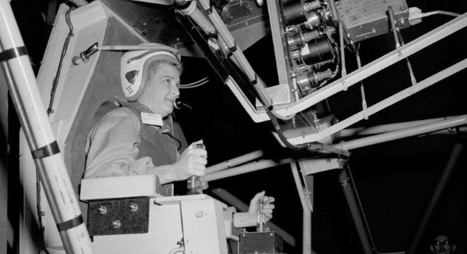 Geraldyn Cobb, em um simulador da Nasa em 1961, nunca foi ao espaço