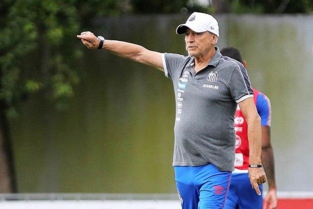 Jesualdo Ferreira - O experiente treinador chegou ao Santos para substituir Jorge Sampaoli, em dezembro de 2019. O trabalho do português foi interrompido no mês de agosto, com apenas 15 partidas e aproveitamento de 48,8%. A queda precoce no Paulistão foi um dos pontos determinantes para a demissão.