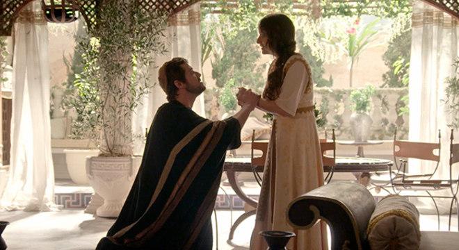 Tiago Justo pede Deborah em casamento