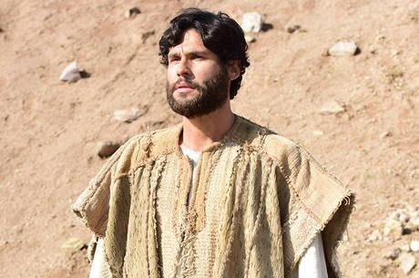 Dudu Azevedo vive Jesus na trama da RecordTV