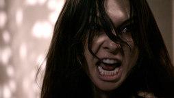 Possuída pelo demônio, Maria Madalena é vista grudada em teto de palácio ()