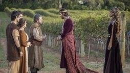 Jezabel aproveita fragilidade de Acabe e o convence a comprar a vinha de Nabote (Edu Moraes / Record TV)
