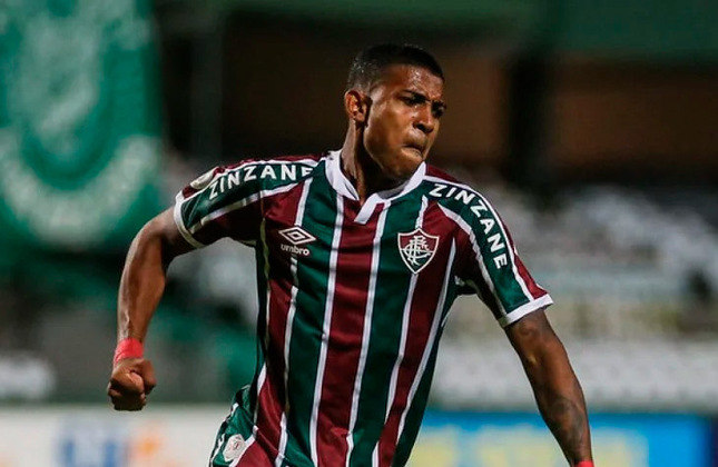Jhonny - 19 anos - lateral-direito - contrato com o Fluminense até 31/12/2022