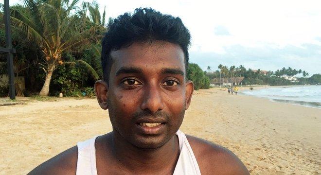 Jilan Rajitha está entre as dezenas que perderam seus empregos no hotel onde trabalhava