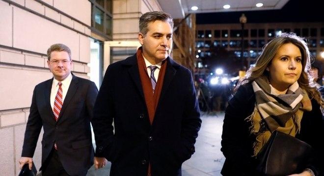 Acosta (centro) era correspondente na Casa Branca até ter credenciais confiscadas