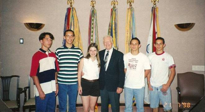 Carter e jovens brasileiros. Padoveze é o primeiro à direita