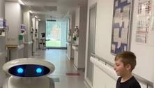 Robô piadista é lançado em hospital para ajudar crianças com covid-19