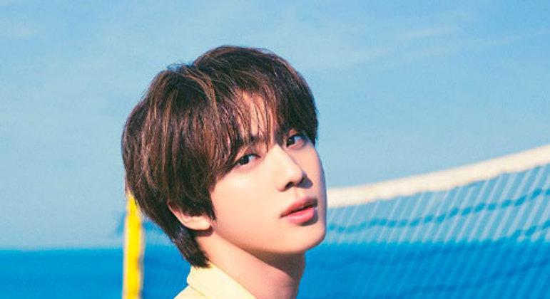Jin coleciona fotos instantâneas dele mesmo e diz que só vai mostrá-las para seus filhos.