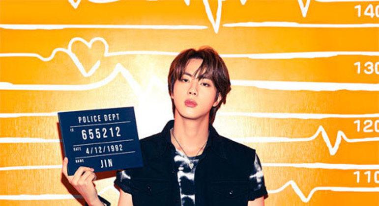 Jin já afirmou não gostar que toquem em seu rosto.